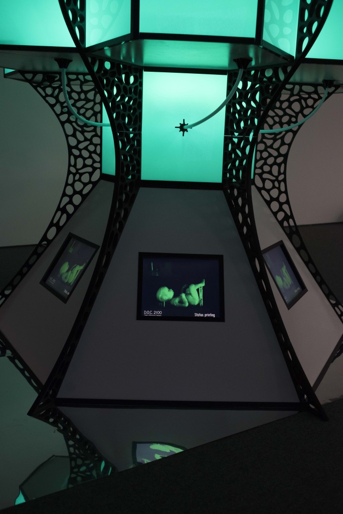 D.O.C.2100, nominierte Arbeit von Benjamin Hummitzsch und Robert Richter im Sonderausstellungsraum (Sci-Fi-Medienskultur, re.), Foto: Anna Tiessen
