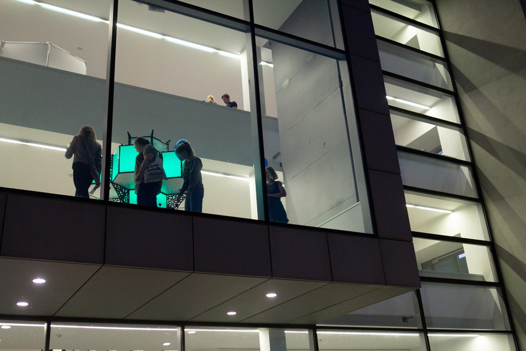 Blick auf das CRTD von Außen mit einer Installation von Benjamin Hummitzsch und Robert Richter